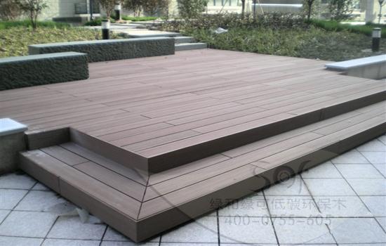 作为高端室外材料,石英木木地板的特点有:环保节能,木质感更强,更高