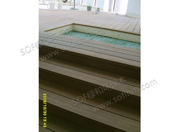 绿和塑木楼梯(14530户外地板,柚木色)