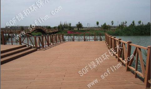 塑木地板铺装绿色公园