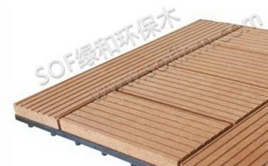 此类塑木diy浴室地板采用五块塑木地板块拼装在塑料